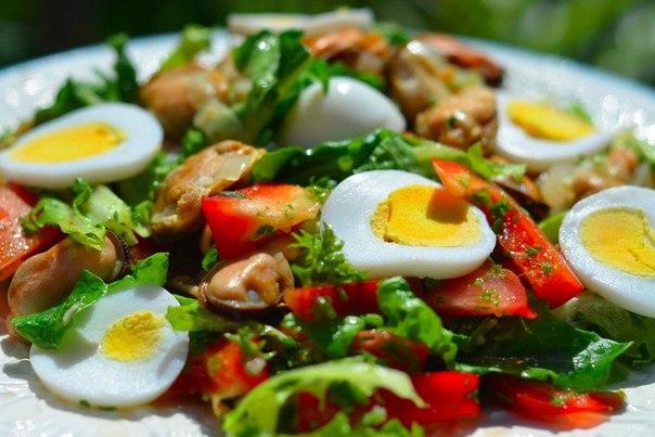 Салат с мидиями с фото