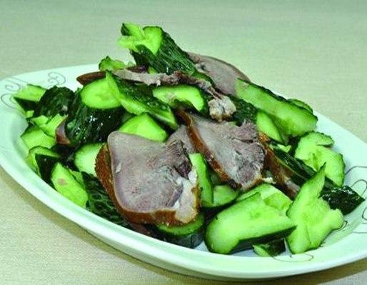 Китайский салат с языком и свежим огурцом