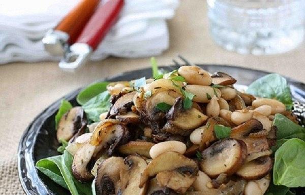 Рецепт постного салата с грибами и фасолью