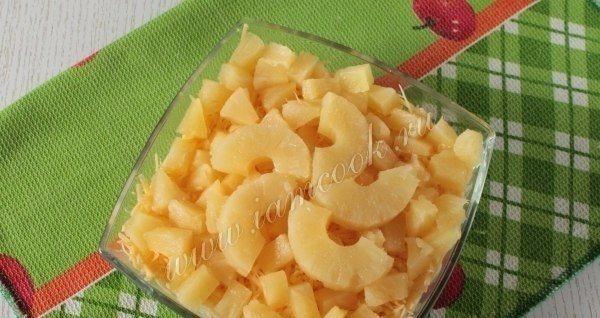 уксусе Салат с ананасами в и луком