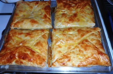 Слоеное тесто с брынзой в духовке