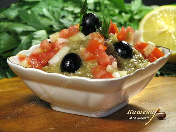 Салат из кальмаров с жаренным луком