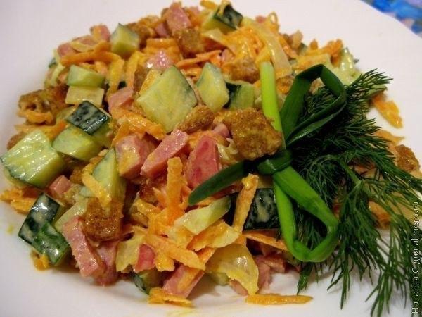 Салат обжорка с корейской морковкой и колбасой