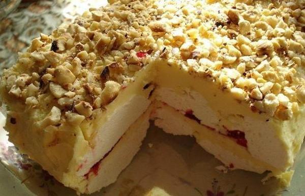 Бисквитный торт с зефиром и фруктами