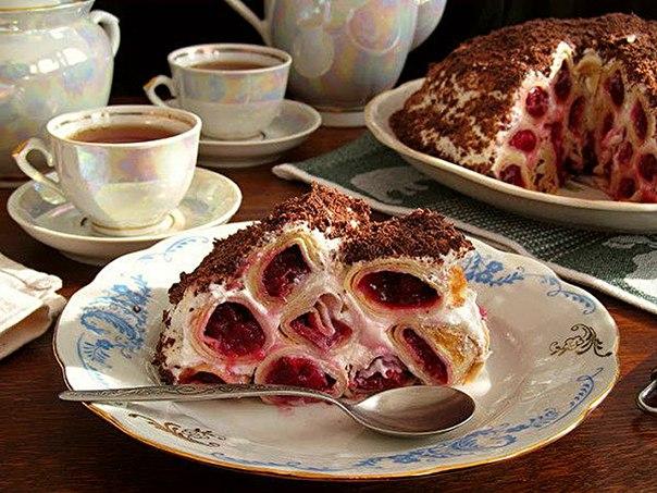 как приготовить блинный торт с вишней и сметанным кремом