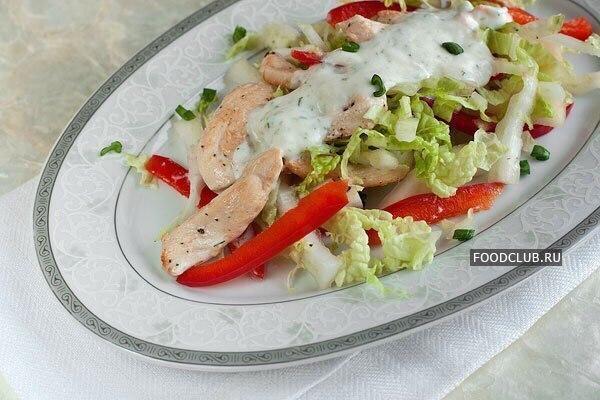 Салат с грушей курицей и пекинской капустой