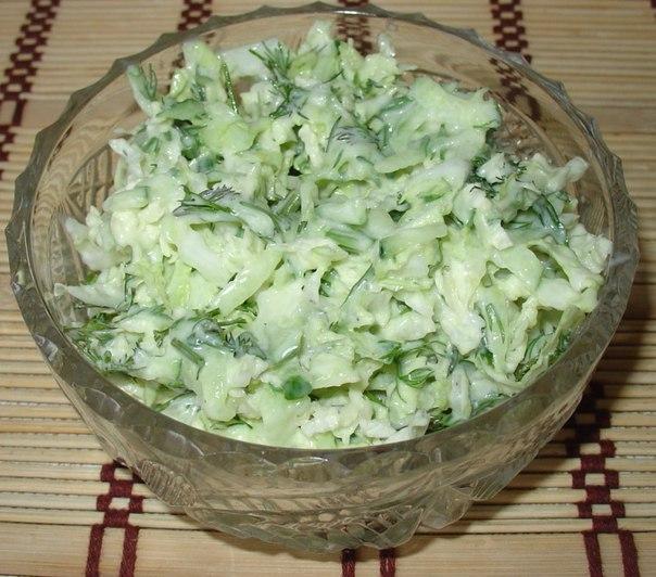 Салат с капустой и огурцом сметана